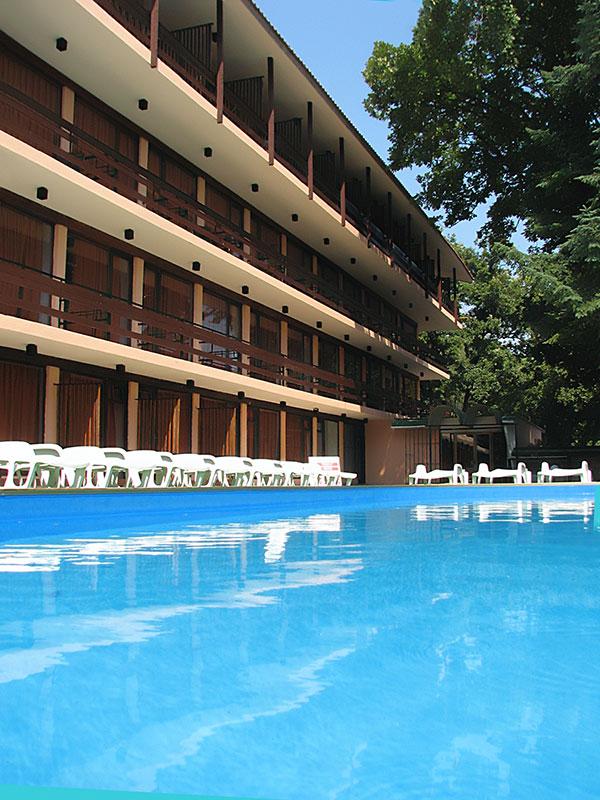 01_HOTEL-ZORA_ENTER