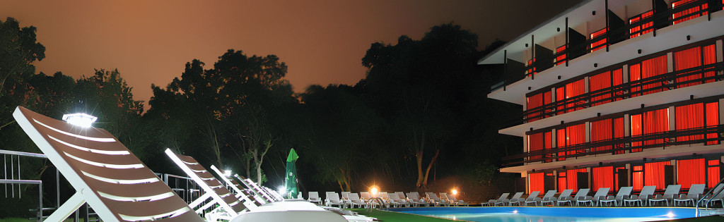 12_HOTEL-ZORA_SWIMMING_POOL_NIGHT